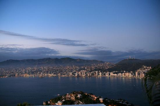 Las Brisas Acapulco: Dusk - the lights are on!
