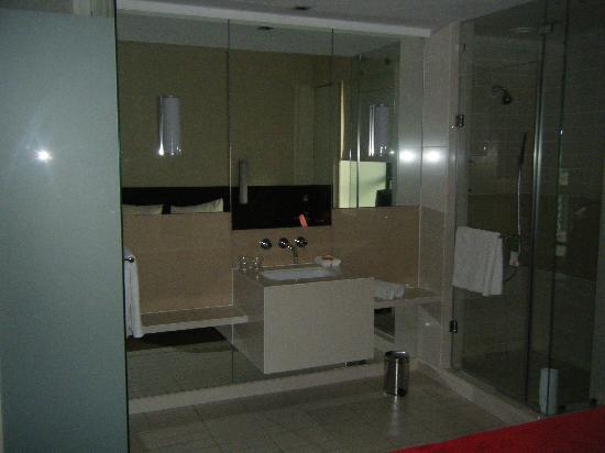 SunSquare Montecasino: Shower