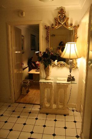 Edinburgh at Home : The apartment