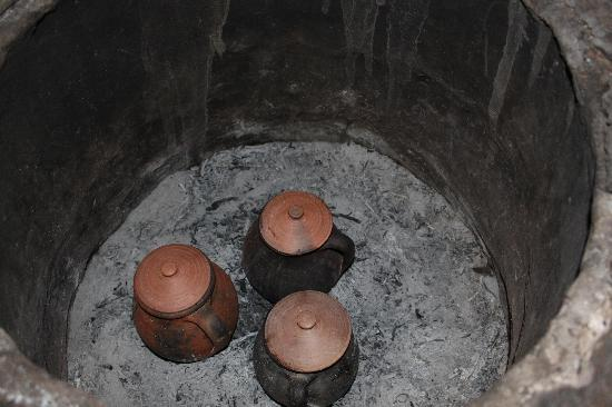 Assiana House: Food cooking for dinner... inside the anphora, in a special oven, ...