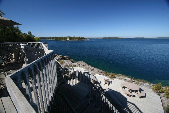 Bruce Anchor Motel and Cottage Rentals: Our waterfront viewing deck
