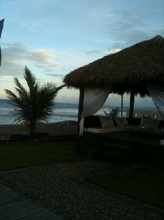 Embocca: beachfront cabana - perfect for small children.