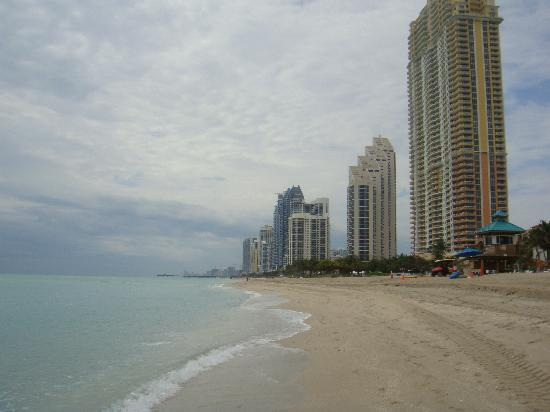 Acqualina Resort & Spa on the Beach: Beach area