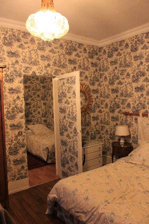 """Manoir de Beauregard : """"Disappearing Door"""""""