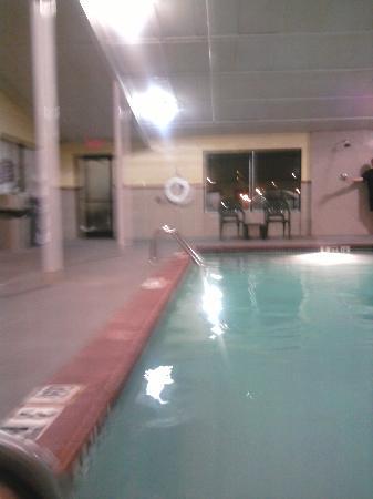 Comfort Inn Paducah: cloudy pool