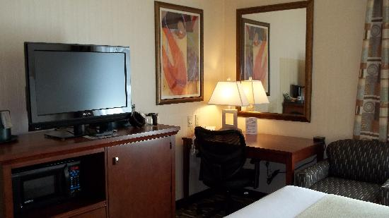 Holiday Inn Express Meadville: Newly Renovated Guest Room