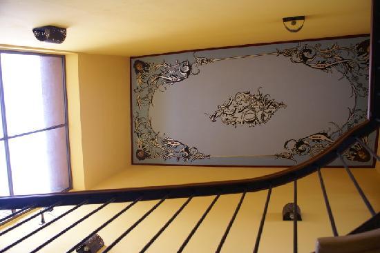 Casa Alebrijes Hotel: Stairway Ceiling