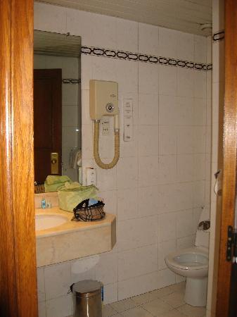Hotel Meslay Republique : large bathroom!