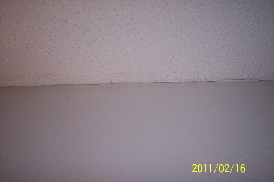 crack along wall and ceiling