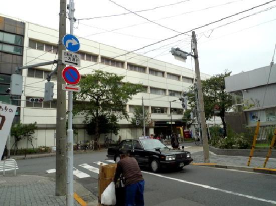 Hotel Mystays Ueno Iriyaguchi: JR Ueno, Iriya exit, back of the taxi