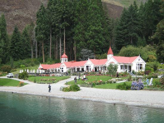 Real Journeys - TSS Earnslaw Vintage Steamship Cruises: Walter Peak from the end of the pier