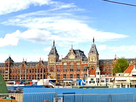 Amsterdam, The Netherlands: アムステルダム中央駅