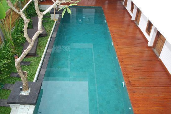 Echoland: The pool