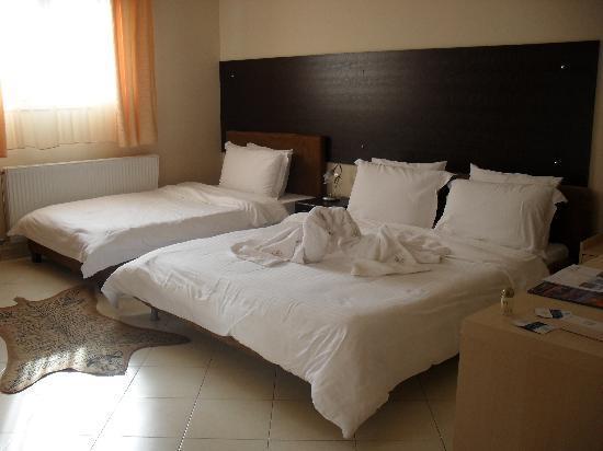 Kyknos De Luxe Suites Hotel: Standard Triple Room