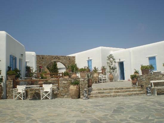 Eleni's Village Suites: Eleni