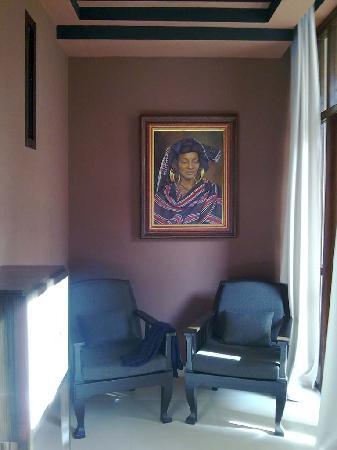 Villa Makassar: 'African Room' fireplace