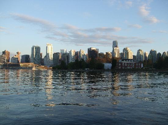 Vancouver, Kanada: Blick auf Skyline von Stanley Park