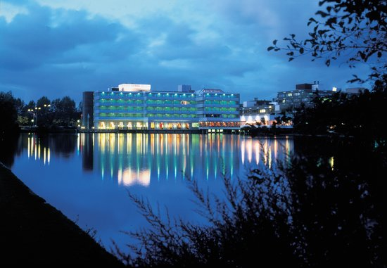 Fletcher Hotel-Restaurant Leidschendam-Den Haag: Greenpark Hotel by night