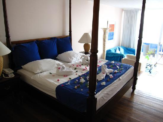 Blue Haven Hotel: Suite room decorated for special occasion