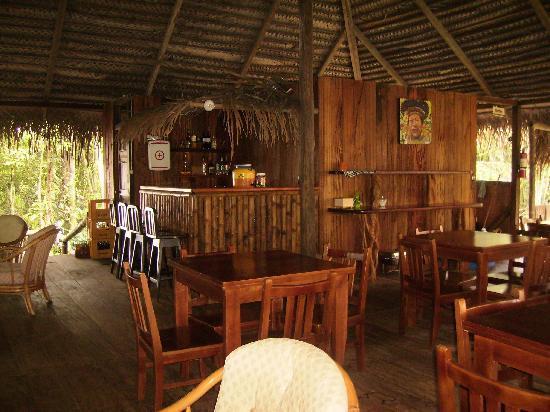 Siona Lodge: LIVING ROOM NICE VIEW TO THE LAKE