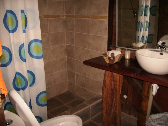 Siona Lodge: OUR PRIVATE BATHROOM