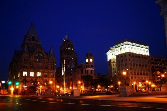 Сиракузы, Нью-Йорк: Clinton Square in downtown Syracuse