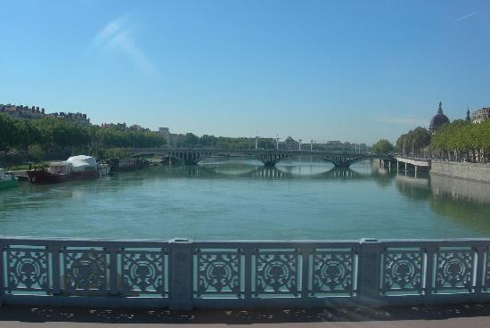 Lyon, France : Panorama da un ponte