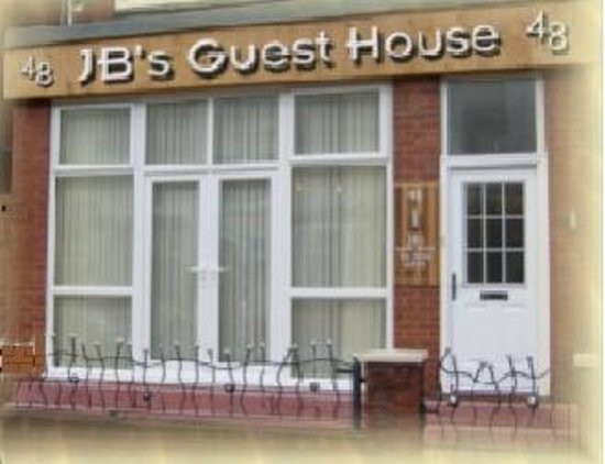 JB's Guest House: front of house