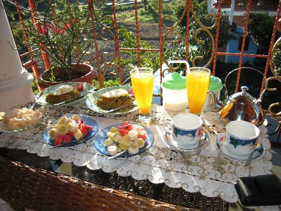Samosir, Indonesia: The breakfast outside the room
