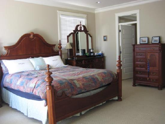 Christines Bed & Breakfast: DELUXE KING GUEST ROOM