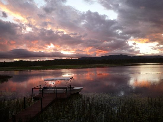 Jabiru Safari Lodge: Sunset over the lagoon