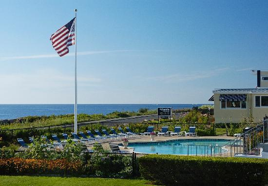 Atlantis Oceanfront Inn: outdoor heated pool