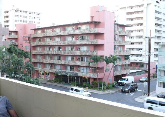 Waikiki Central Hotel: Waikiki view from the room