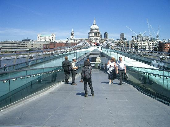 London, UK: Millenium Bridge