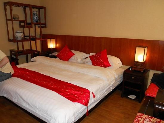 Zen Garden Hotel (Lion Mountain Yard): Our room, a double