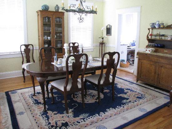 Bellport Inn Bed and Breakfast: Dining Room