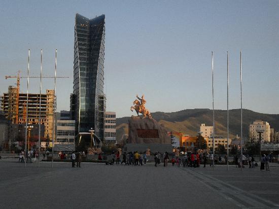 Ulaanbaatar, Mongolië: LA PIAZZA CENTRALE - CENTRO STORICO -