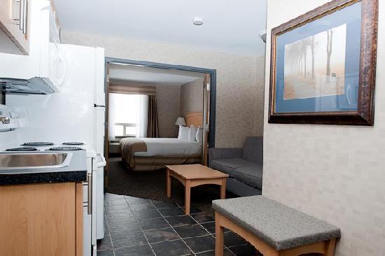 Paradise Inn & Suites: King Suite