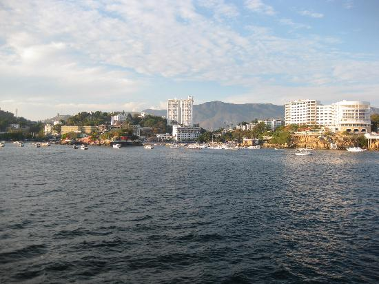 Playas Caleta y Caletilla: view of caleta from the boca chica channel