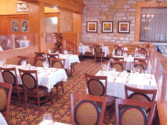 Wilson Lodge at Oglebay Resort & Conference Center: Newly renovated dining room at the lodge