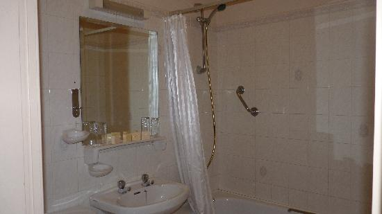 Westcourt Hotel: Bathroom