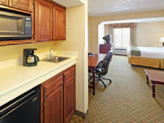 Holiday Inn Express & Suites: King Jr Suite