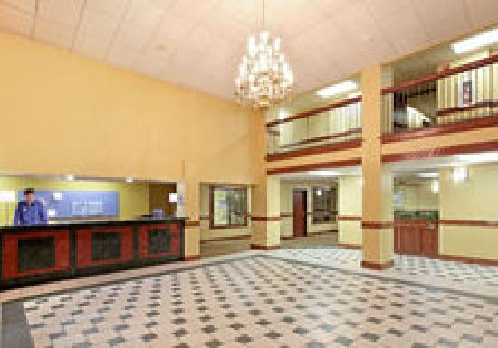 Holiday Inn Express & Suites: Hotel Lobby