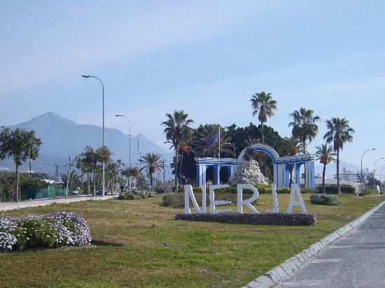 Nerja Donkey Sanctuary : entrance is next to the sign