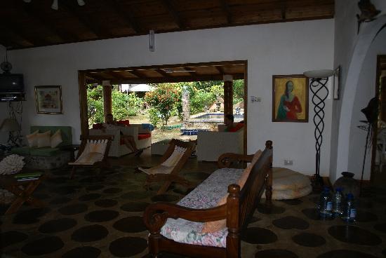 Cote Sud: veranda vista dal salotto di villa aranci