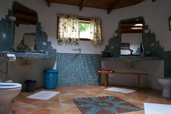 Cote Sud: un bagno di villa aranci