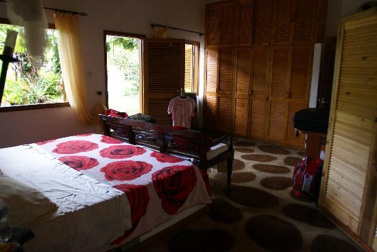 Cote Sud: una delle stanze matrimoniali di villa aranci