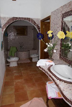 Cote Sud: l'altro bagno di villa aranci