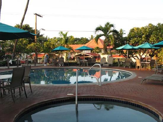 Uncle Billy S Kona Bay Hotel 朝食会場とプール