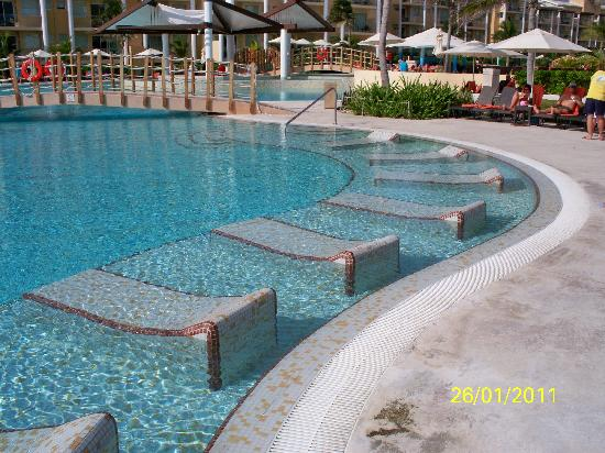 Now Jade Riviera Cancun: Lawn Chairs In Pool